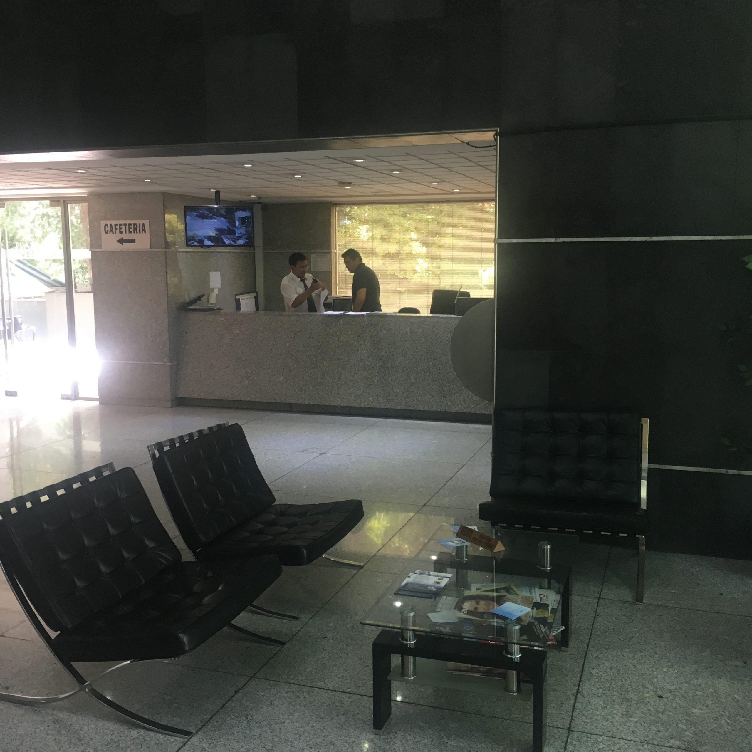ARRIENDA OFICINA, TROVADOR, METRO ESCUELA MILITAR, LAS CONDES